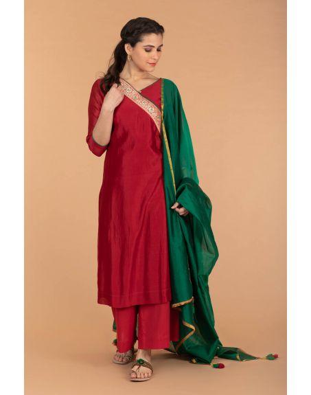 VINUSTO Slant Neck Chanderi Handloom Kurta, Cotton Palazzo In Red With Deep Green Chanderi Dupatta (Set Of 3)